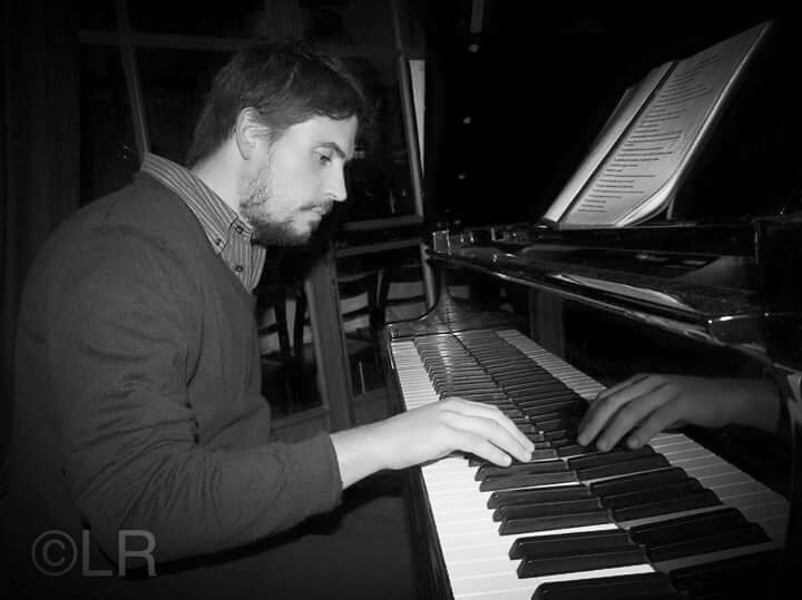 This image has an empty alt attribute; its file name is fabio-strinati-piano.jpg